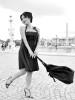 Robe bustier noire corset et sac en dentelle